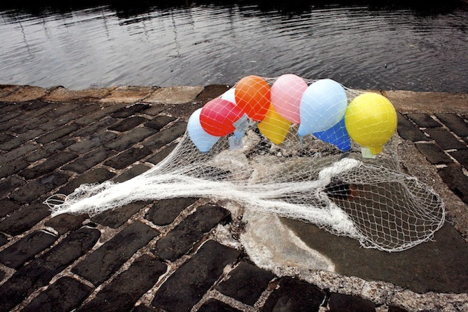 2010 – Raffle balloons with message tags were released from the pier (image © Larry Visocchi)